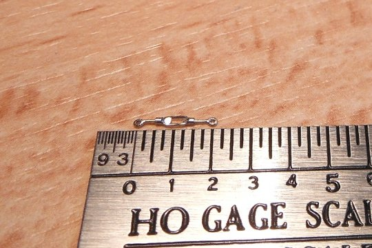 Und das sind dann zwei Fuß beim Original, immerhin 60 Zentimeter - und da ist's schon wieder ganz schön groß.