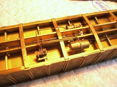 Die korrigierten Details rund um das triple valve und den Bremszylinder. Danke an meinen Freund Johannes, der diese Lötarbeiten ausführte!