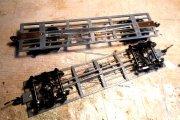 Zwei der ingesamt fünf Rahmen, vollständig mit Bremse und allen Details.