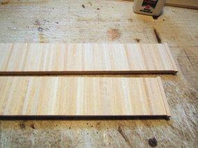 Im Ergebnis deutlich zu sehen - die unterschiedliche Strukturierung der einzelnen Planken, die auch nach der Farbgebung sichtbar bleibt!
