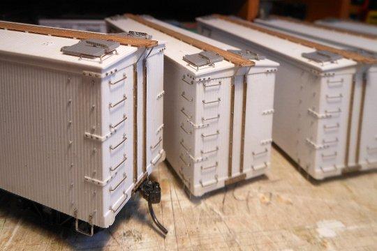 Alle Details auf dem Dach rund um die Beeisungsluken sind montiert. Und auch stirrups und pole pockets.