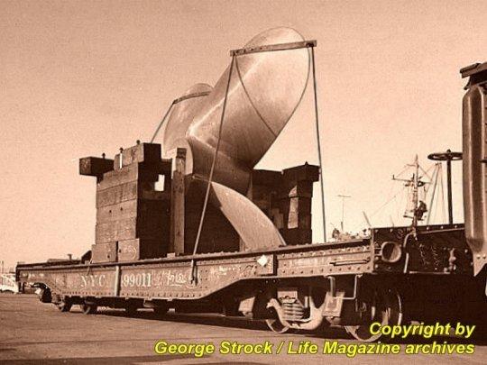 Und das ist das Bild, was mich so inspirierte - aufgenommen 1942 im ''Brooklyn'' Navy yard von New York City.