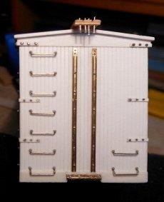 ''Bolzen'' mit vierkantigen Köpfen (als Ersatz für die Muttern) werden für die Verschraubung der Verbindungsleiste von unten eingesetzt.