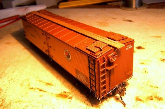 Ein Eiskühlwagen, den ich geschenkt bekam - und schon hatte ich Arbeit damit. An sich ein gutes Modell, aber wenn die angesetzten Teile abfallen?