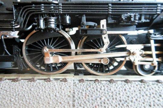 Dass dies aber ebenso für die Treibachsen der Lok funktioniert, ist schon nicht mehr die Regel - ist bei diesem Modell aber hervorragend gelöst.