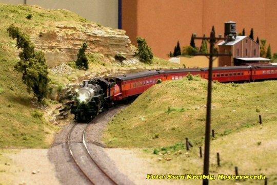 Unterwegs durch den sonnigen Westen der USA - die #3000 der Espee mit dem Sacramento Daylight, einem Zug mit fünf Wagen  ...