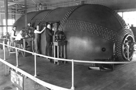 Dieser sogenannte ''Variable Density Tunnel'' war bei der NASA für Forschungszwecke der Luftfahrt im Einsatz. Im Inneren - ein Windkanal.