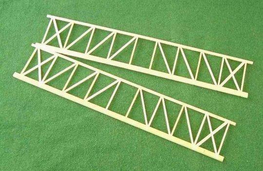 Die Rahmenteile der Seitenwände - gebaut nach der Art eines Zimmermanns.
