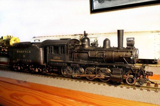 Eine hübsche kleine Consolidation, diese N&W class G1, der aber noch die Digitalalisierung fehlt, um sie für diesen Zug einsetzen zu können.