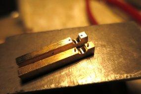 Die Herstellung der Kontaktscheibe ist sogar einfacher! Das Grundmaterial, schon entsprechend vorbereitet ...