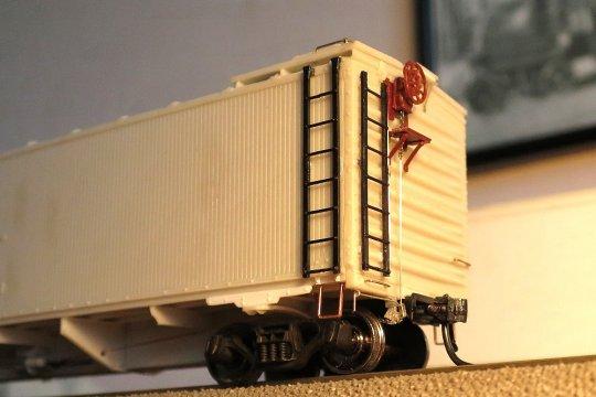 So fein wie dieses Modell habe ich gerade um den Bereich der Bremsen, Druckluft- wie auch Handbremse, noch kein Modell detailliert.