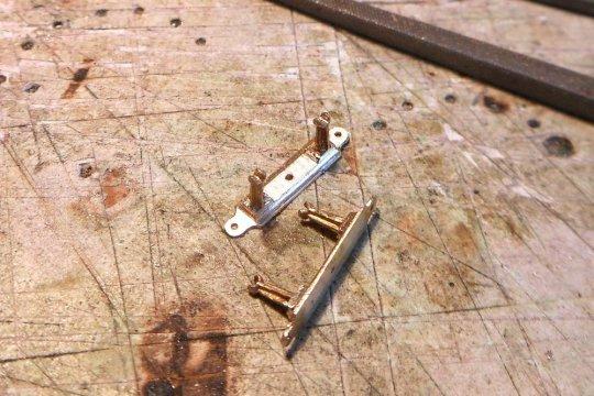 Und dann kam das, was ich schon angekündigt habe - einige der Queenpost waren gebrochen und ich musste Ersatz schaffen, so wie es hier abgebildet ist. Alles in allem eine ziemlich diffizile Reparatur!