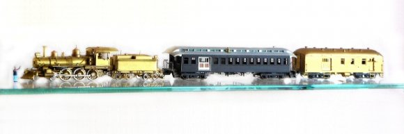 Und nun ist die Lok da! Damit ist der nächste Schritt zu einem Zug geichert! Die V&T no. 25, goldrichtig! Allerdings fehlt noch der caboose, der diesem Zug regelmäßig beigestellt war.