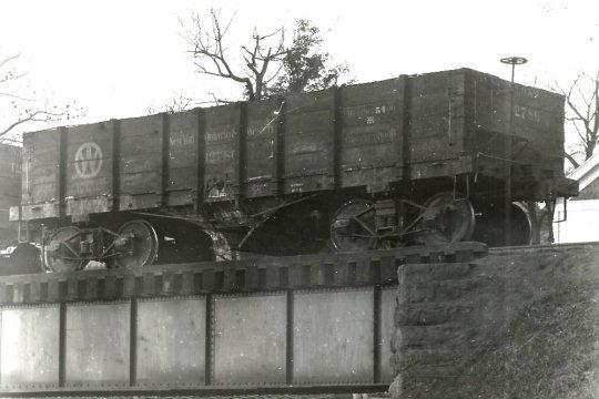 Von einem Bekannten noch einige weitere Bilder dieser Coal gondolas, hier ganz offensichtlich die Vorgängerversion, bevor der Rahmen durch Stahl ersetzt wurde. Und das ist genau das Fahrzeug, was mir in vielerlei Hinsicht als Vorbild für den letzten Umbau diente, diese Gondola vollständig aus Holz!