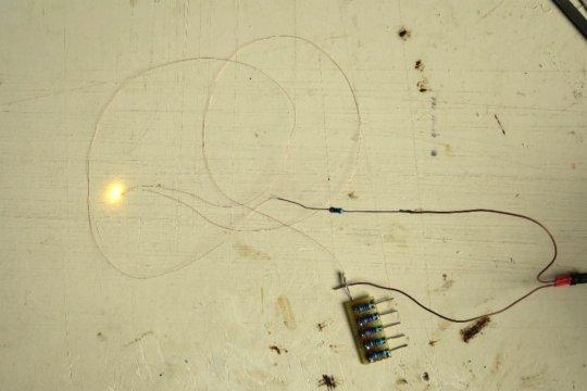 Kontrolle der LED, denn nichts wäre schlimmer, als wenn sich diese nach dem Einkleben als defekt herausstellen würde.