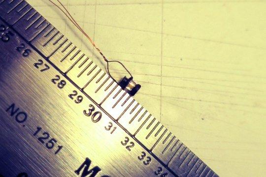 Und diese Laterne ist nun wirklich klein! Nur 3 Millimeter hoch, also etwa 26 Zentimeter in der Realität. Fast genau HO und damit das was ich wollte!
