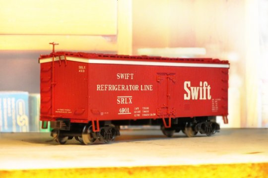 Nach einem ziemlich ähnlichem Bild vom Vorbild dieses Swift reefer Modells von Atlas habe ich lange gesucht.