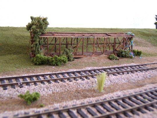 Der erste Versuch - und kein gutes Ende. Aber mit einer sinnvollen Verwendung als markantes Gerippe einer ehemaligen Bahnbude.
