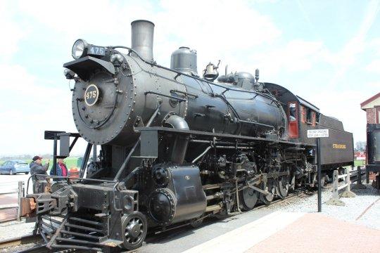 Die einzige noch im Einsatz befindliche class M, ehemals bei der N&W in Betrieb, nun bei der Strasburg Rail Road für den Museums- und Touristenbetrieb unter Dampf. - Freie Nutzung dieses Bildes gemäß Creative Commons, siehe Bildunterschrift in der Beschreibung.