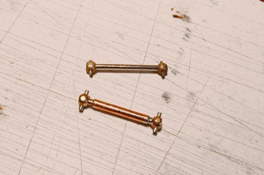 Und falls die Länge nicht stimmt, zersägen und mit einem Metallröhrchen in der richtigen Länge wieder zusammenlöten. Fertig!