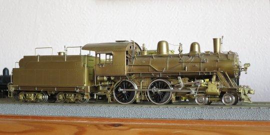 Ein schönes Dampflokmodell des Importeurs Hallmark, eine American 4-4-0 der Frisco class 182-187.