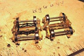 Also originale Bremsbacken abschleifen und Kadee brake pads einsetzen, dazu war lediglich das Boster ein wenig nachzuarbeiten.