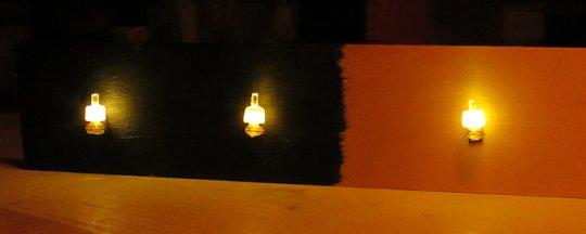 Beleuchtungstest, wobei noch der richtige Vorwiderstand gefunden werden muss. Denn ''Strahlen'' soll solch eine Lampe keinesfalls!