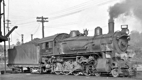 Eine schöne Ansicht der class M no. 453, mit einem Aufnahmedatum im Jahr 1936. Beachten Sie die Beschriftung, der N&W Schriftzug nur klein am Führerhaus und nichts am Tender!  Curtesy: Denver Public Library, Call# OP-13770, Photographer: Otto Perry