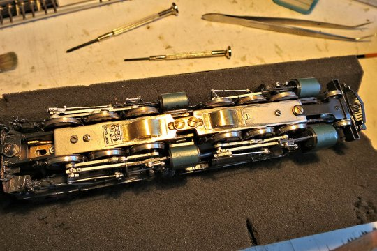 Nun noch die kleinen Ergänzungen, von denen ich schrieb - Staubschutzkappen für die frei liegenden Schneckenräder ...