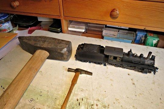 Hammer ist nicht gleich Hammer! Der eine aus meiner Zeit als Lokschlosser vor 50 Jahren, der andere für die Modellbahnerei!