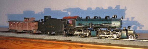 Nun hat sie aber auch noch den zur Bahngesellschaft passenden Caboose bekommen. Nun kann sie dem Vorbild gerecht zum Einsatz kommen!