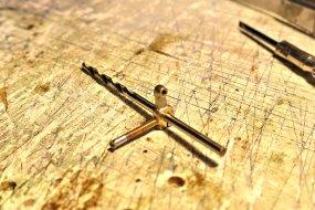 Gleich mit erledigt, die unsäglichen Schrauben an den Gegenkurbeln werden durch Madenschrauben ersetzt, ...
