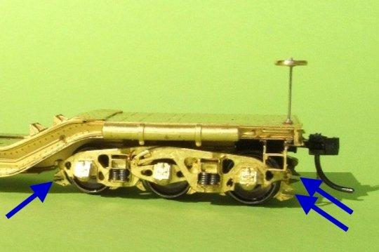 Nagelneu - und das Modell rollt nicht und einige signifikante Teile fehlten auch! Wie zum Beispiel die Bremsbalken, die die Drehgestelle so 'halbherzig' aussehen ließen.