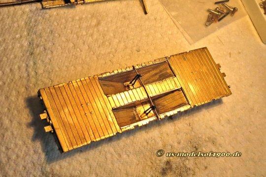 Damit ging es los, nur der Boden, der halbwegs eben war, blieb übrig wie auch die Entladelucken, aber vollständig überarbeitet. Alles andere wird neu gemacht - aus Holz natürlich, ganz wie das ursprüngliche Vorbild!