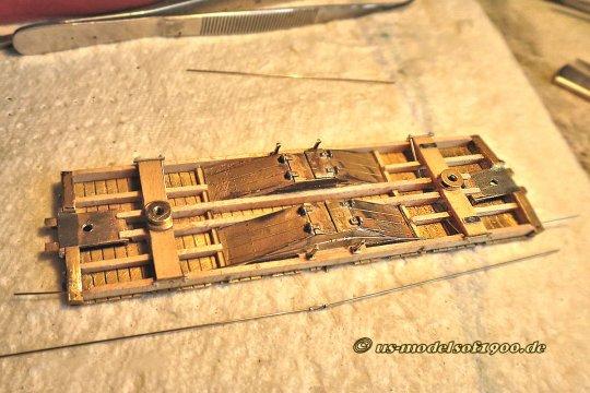 Damit kommt das, was ich so liebe, Holz, besser Leisten! Damit wurde der Rahmen völlig neu aufgebaut, auch wenn er bezüglich der Konstruktion doch dem Stahlrahmen sehr ähnelt. Aber so sah das Vorbild nun einmal aus!