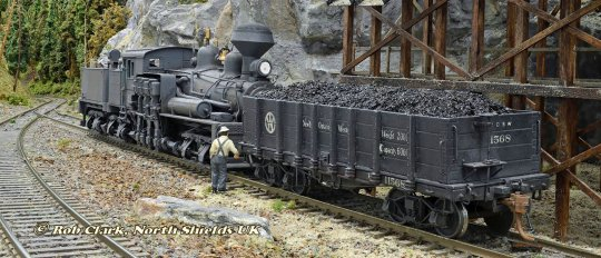 So schön kann ein einfacher Kohlewagen auch abgebildet werden, wenn der richtige Hintergrund existiert! Aber ohne die Kunst meines Freund Rob, auf seiner Anlage alles so richtig in Szene zu setzen, wäre das natürlich alles nichts!