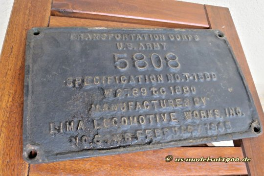 Das Herstellerschild - builder plate im Amerikanischen - wie ich es bekam, schmutzig, mit verbranntem Öl und kaum leserlich, eben typisch schmutzige Dampfeisenbahn!