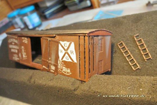 Doch auch die Spuren der sehr speziellen Konstruktion dieses Modells waren zu beheben, die Holme für die Tritteisen waren tief in den Wagenkasten eingelassen!