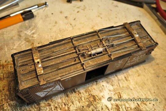 So ist es nun mit allen Details unterm Rahmen auch schon montiert, einschließlich Bremszylinder natürlich!