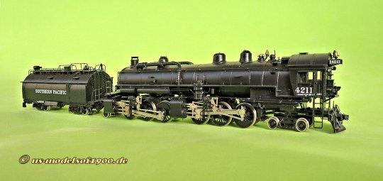 Eine der frühen Cab forward Lokomotiven der SP von 1920 mit der Achsfolge 4-6-6-2. Meiner Meinung nach eine schöne Lok, aber insbesondere ein sehr schönes Modell und insbesondere beim Vorbild für den Einsatz mit Personenzügen vorgesehen. Warum nicht auch im Modellbetrieb?