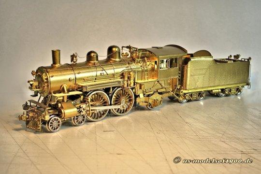 Eine schöne ''hochbeinige'' Lok, die dazu noch ganz exzellent detailliert ist, der allerdings die Farbe noch fehlt - aber sie ist ja auch ganz neu!