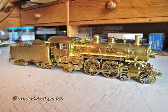 Da hatte ich mir doch Gedanken gemacht, mit was für einer Lok mein geplanter Pullman-Zug so unterwegs sein könnte - und nach einer Empfehlung meines Freundes Johannes kam diese Lok der CNW class D heraus, eine Atlantic.