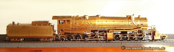 10 gekuppelte Achsen, der Kessel mit dem größten jemals bei Dampflokomotiven eingesetzen Kesselduchmesser ...