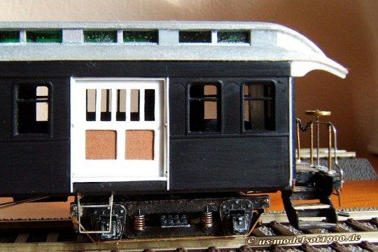 Das Dach mit den schönen überhängenden Enden - das ist an einem anderen Modell dann auch schon einmal realisiert worden, und daher gar kein Problem!