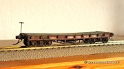 The first model was thought as a gift to my friend Rob in England and he added one of his steam rollers as load. So he received a model looking very close to the Canda flat car with its load as before.