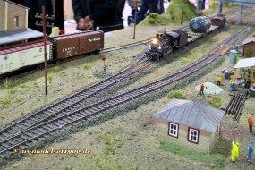 Die ersten Bilder von der Überführungsfahrt des Druckbehälters! Aber es hat zwischenzeitlich weitere Transportfahrten gegeben, wozu sonst ist der dicke Behälter auf einem Eisenbahnwagen verladen?