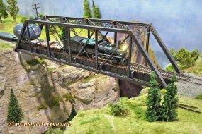 Sicher gab es da wieder Eisenbahnfans, die den höchsten Hügel in der Umgebung erklommen haben, um dieses Bild zu schießen.