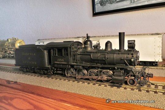 Diese kleine N&W class G1 Consolidation ist die richtige Lok, um sie für diesen Zug einsetzen zu können. Allerdings ist das Bild entstanden, als das Modell noch die ursprüngliche Beschriftung hatte, so wie ich die Lok bekommen habe.