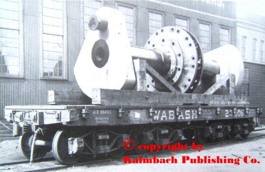 Das Original des heavy load platform cars (flatcar) der Wabash RR. mit einer mächtigen Antriebswelle - auf einem Foto von 1901.