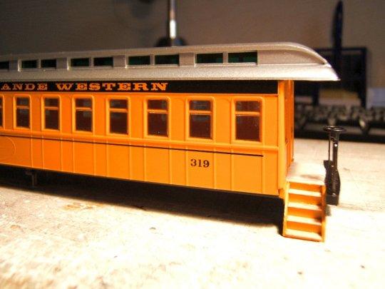 Sieht so ein Personenwagen aus, mit so einem Dach? Ein Coach der Virginia & Truckee? Coach no.18? Aber vielleicht wird was draus!